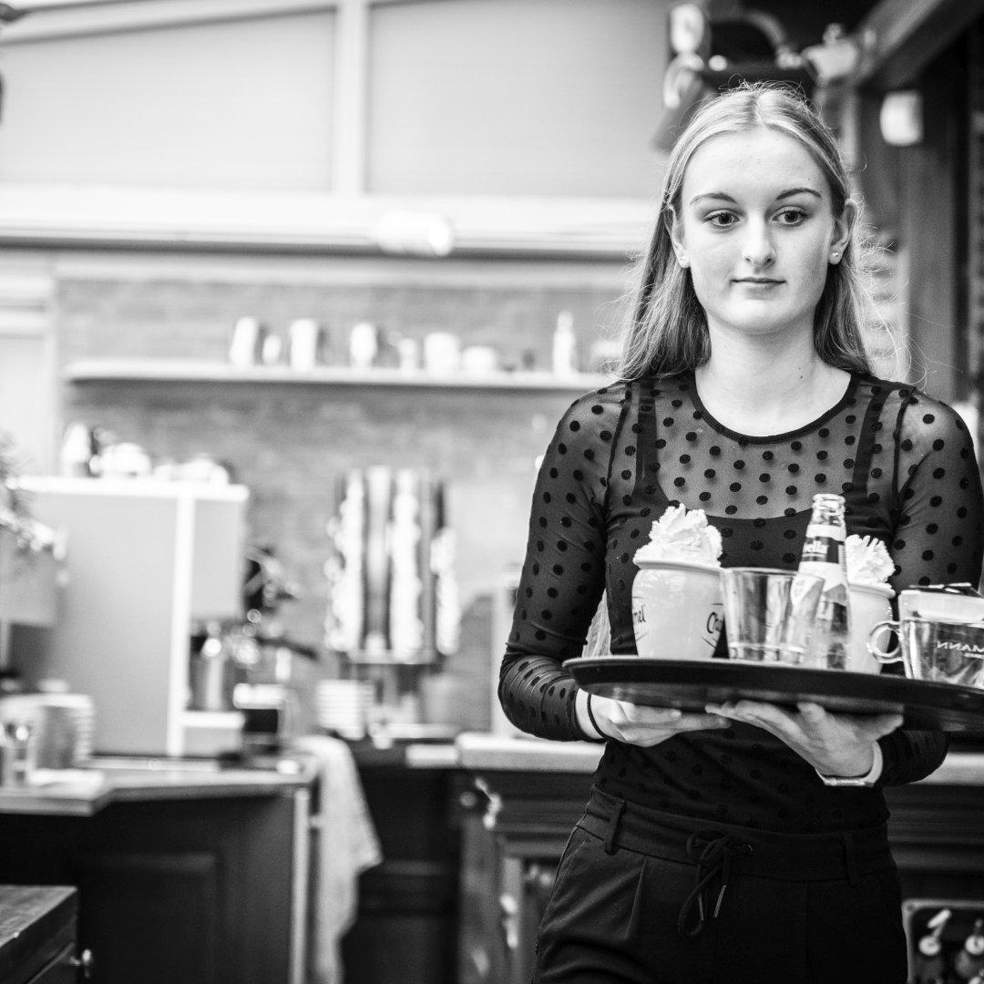 Serveerster Restaurant Brasserie Quintys De Koog Texel